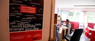 Dans les locaux du Collectif féministre contre le viol, à Paris.  ©