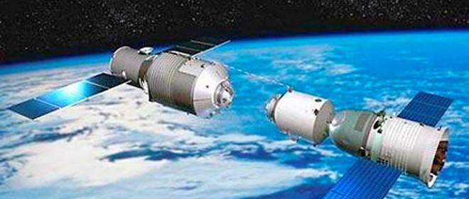 Image diffusée par la télévision chinoise lorsque trois astronautes chinois avaient gagné la station spatiale en juin 2013. Elle montre une capsule arrimée à Tiangong-1.