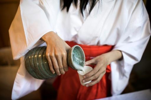 Servi à table froid ou tiède, le saké est une boisson fermentée de 14 et 17 degrés d'alcool © Behrouz MEHRI AFP/Archives