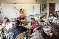 """«Les """"bonnets d'âne"""" de la langue française reviendraient aux profs de maths, de sciences, de technologie et d'EPS. Et les lacunes en orthographe, grammaire et syntaxe seraient encore plus criantes chez les enseignants de moins de 30 ans issus de grandes métropoles.» ©Ian HANNING/REA"""