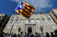 Partisans de l'indépendance devant la Généralité, le siège du gouvernement catalan, à Barcelone.