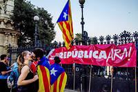 Le 26 octobre 2017, devant la Generalitat, les indépendantistes attendent les déclarations de Carles Puigdemont, qui repousse plusieurs fois sa prise de parole. Le 27, il proclame l'indépendance. Rajoy déclenche immédiatement l'article qui le destitue, lui et tout l'exécutif catalan. ©PLANET Pix/ZUMA-REA