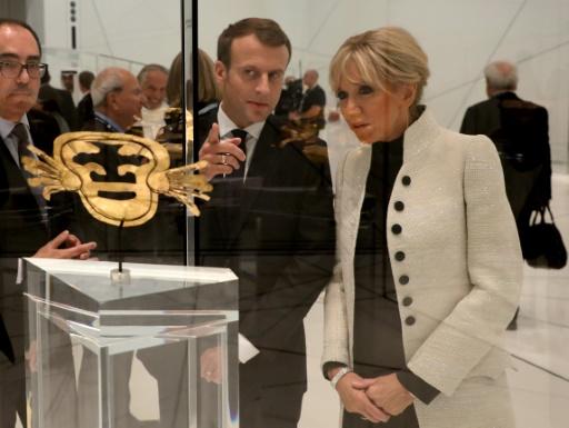 Le président français Emmanuel Macron et sa femme Brigitte à l'occasion de l'inauguration du Louvre Abu Dhabi, le 8 novembre 2017 © ludovic MARIN AFP