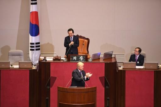 Donald Trump à l'issue de son discours devant l'Assemblée nationale de Corée du sud, le 8 novembre 2017 © JIM WATSON  AFP