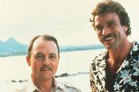 John Hillerman aux côtés de Tom Selleck sur le tournage de la série
