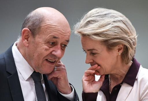 Les ministres de la Défense français Jean-Yves Le Drian et allemande Ursula von der Leyen à Bruxelles le 13 novembre 2017  © EMMANUEL DUNAND AFP