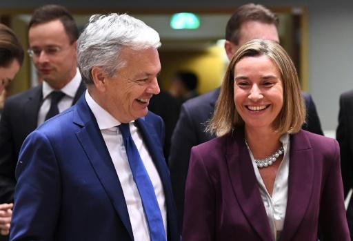 La Haute représentante de l'UE pour les Affaires étrangères Federica Mogherini (D) et le chef de la diplomatie belge Didier Reynders, à Bruxelles le 13 novembre 2017 © EMMANUEL DUNAND AFP