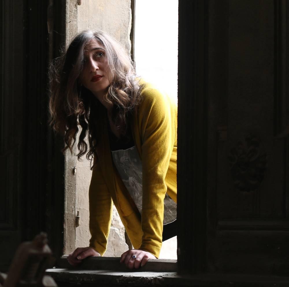Olfa Feki, la commissaire de la deuxième Biennale des photographes du monde arabe contemporain. ©  Mondriaan Fonds