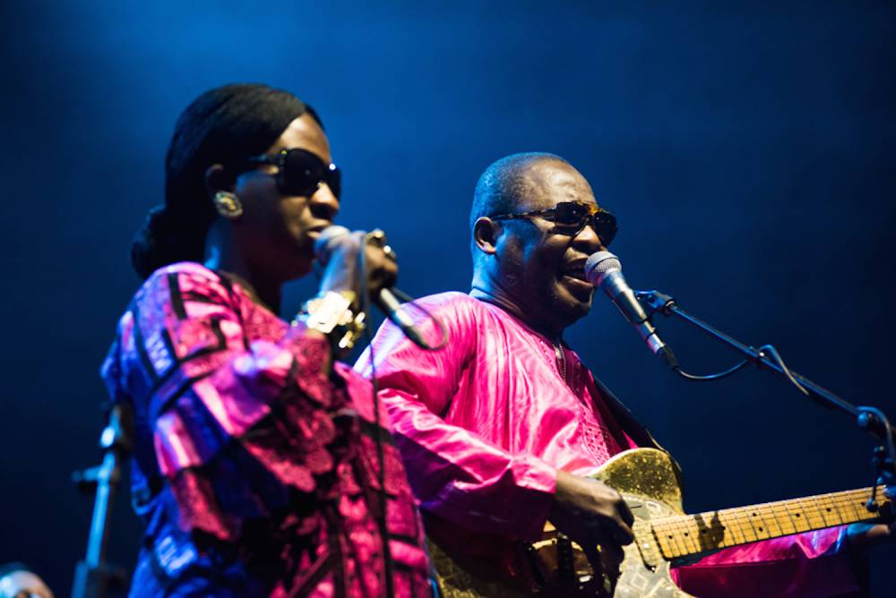 Amadou et Mariam sur la scène des Docks de Marseille pour présenter leurs nouvelles chansons. ©  Jean de Pena