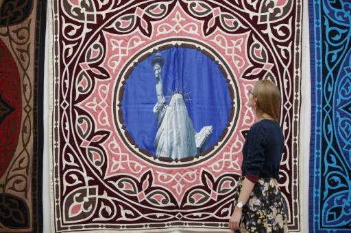 """Oeuvre intitulée """"Projet islamique"""" par le collectif russe AES+F, dans l'exposition intitulée """"Art Riot: Post-Soviet Actionism"""" à la galerie Saatchi de Londres le 15 novembre 2017 © Tolga AKMEN AFP"""