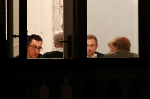 Les pourparlers entre conservateurs, libéraux et Verts allemands pour tenter de former un gouvernement en Allemagne ont été ajournés dans la nuit du 17 novembre 2017 à Berlin © Odd ANDERSEN AFP