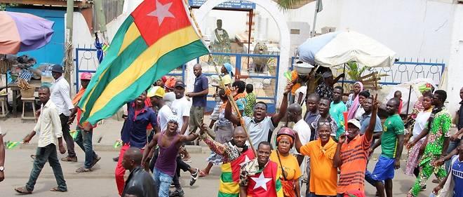 Après trois mois de manifestations rassemblant des milliers d'opposants au régime Gnassingbé, la mobilisation populaire ne faiblit pas au Togo, sur fond de discrètes médiations pour réunir pouvoir et opposition autour de la même table.