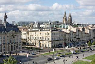 Patrimoine. Rénover un bien sur un site remarquable (ici, à Bordeaux) ouvre droit à une réduction égale à 30% du montant des travaux. ©Sébastien ORTOLA/REA