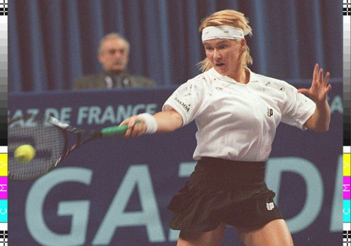 La Tchèque Jana Novotna, le 14 février 2002, au stade Pierre de Coubertin à Paris  © PASCAL GUYOT AFP/Archives