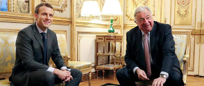 Emmanuel Macron en réunion avec Gérard Larcher à l'Élysée.