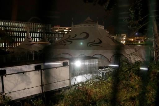 Une cage vide dans un cirque parisien, après la fuite d'un tigre, le 24 novembre 2017 © Thomas SAMSON AFP