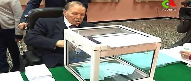 Le président algérien Abdelaziz Bouteflika a voté jeudi 23 novembre à Alger lors d'élections qui désigneront les élus communaux et départementaux.
