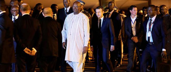 Emmanuel Macron a été accueilli par son homologue burkinabé le président Roch Marc Christian Kabor. L'attaque a eu lieu un peu plus de 2 heures avant son arrivée.