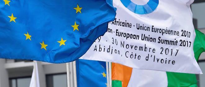 Les drapeaux européen et ivoirien à l'occasion du sommet UA-UE à Abidjan, les 29 et 30 novembre 2017.