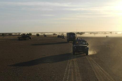 Des soldats maliens, membres de la force conjointe du G5-Sahel, patrouillent au Mali le 2 novembre. © Daphné BENOIT AFP