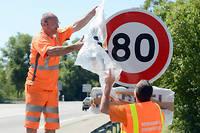 Un peu partout en France, les panneaux limitant la vitesse à 80 km/h sur la plupart des routes sont installés.  (C)Patrick Gardin/Wostok press