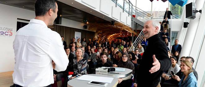 """Informel. François Pérol (à droite) anime un """"Briefing Friday"""" auquel sont régulièrement conviés les salariés de BPCE, le 24 novembre."""