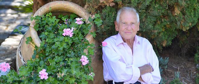 Jean d'Ormesson chez lui dans son domaine de Fornelli, à Saint-Florent, en Haute-Corse, le 6 juillet 2017.