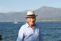 Jean d'Ormesson (en 2010) dans sa maison en Corse près de Bastia. ©SANDRINE ROUDEIX