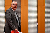 Le procureur de Grenoble Jean-Yves Coquillat le 30 novembre. Par nature, pendant l'audience, le procureur doit étayer une accusation. Mais lors de son « communiqué », il doit seulement exposer, relater, rapporter, en toute neutralité.