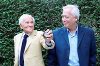 Interrogations. L'écrivain et l'astrophysicien, le 24juin 2014, jour de la Saint-Jean. Dialogue d'agnostiques éclairés sous les auspices du temps… ©Sandrine ROUDEIX/Opale/Leemage