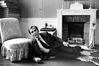 Seigneur. Jean d'Ormesson chez lui, en 1968, à Neuilly. ©Andre Perlstein / Bureau233