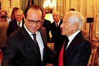 Grandeur. Avec le président François Hollande, quil'élève à la dignité de grand-croix de la Légion d'honneur, le26novembre 2014. ©François BOUCHON / Le Figaro