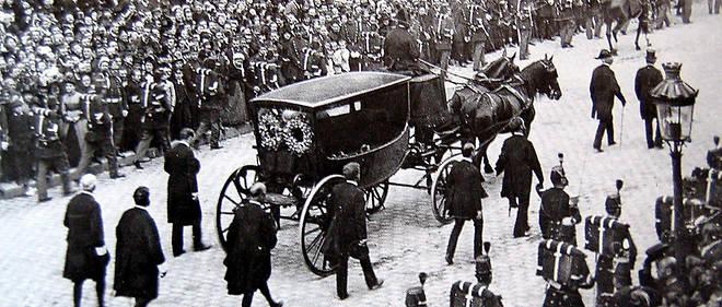 Les funérailles nationales de Victor Hugo furent surtout l'occasion d'une incroyable liesse populaire.
