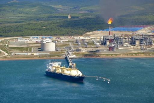 Un bateau transportant du gaz naturel liquéfié (GNL), stationné au terminal gazier de Prigorodnoye, dans le sud de l'île de Sakhaline (Extrême-Orient russe)  © Sergey Krasnouhov RIA NOVOSTI/AFP/Archives