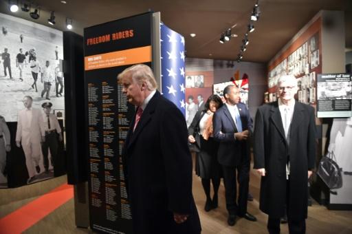 Le président américain Donald Trump visite le musée des droits civiques, le 9 décembre 2017 à Jackson, dans le Mississippi © Nicholas Kamm AFP