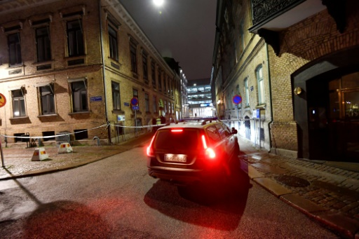 Des policiers devant la synagogue de Göteborg après une tentative d'incendie, le 9 décembre 2017 en Suède  © Adam IHSE TT News Agency/AFP