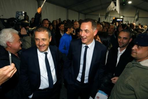 L'autonomiste Gilles Simeoni (D) et l'indépendantiste Jean-Guy Talamoni (G), le 10 décembre 2017 à Bastia  © PASCAL POCHARD-CASABIANCA AFP