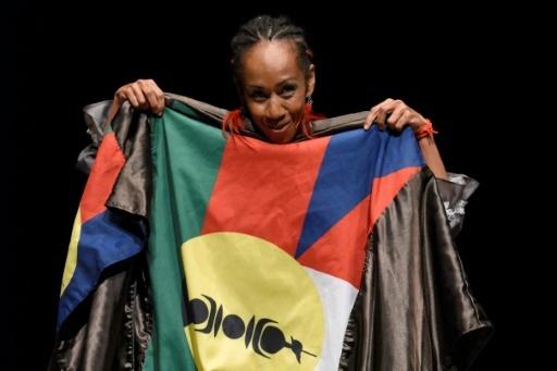 """Une photographie fournie le 14 décembre par le centre culturel Tjibaou montre la comédienne Maïte Siwene, pendant une représentation du spectacle """"Fin mal barrés"""", à Nouméa © Eric Dell'Erba Cultural center Tjibaou ADCK-CCT/AFP"""