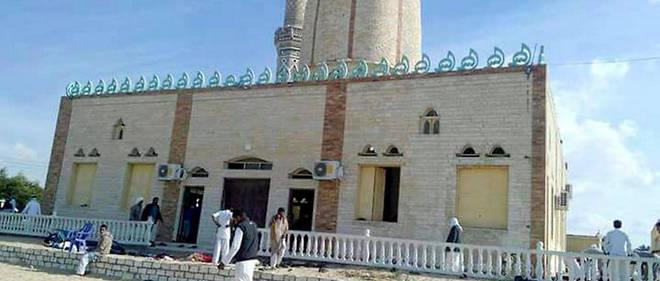 Le 24 novembre 2017, des représentants de Daesh au Sinaï ont mitraillé les fidèles venus ce vendredi préparer la fête du Prophète dans cette mosquée soufie de la ville d'Arish (Egypte).