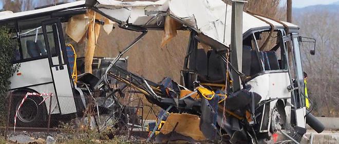 Avec l'accident survenu à Millas (Pyrénées-Orientales), les risques que représentent les passages à niveau font débat.