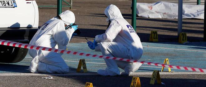 La police scientifique à l'œuvre après la fusillade à l'aéroport de Bastia, le 5 décembre.