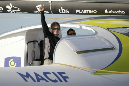 """Le skipper français François Gabard à bord de son maxi trimaran """"Macif"""" au port du Havre, le 25 octobre 2015  © CHARLY TRIBALLEAU AFP/Archives"""