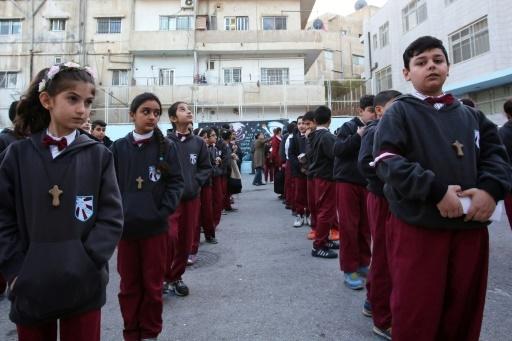Des écoliers chrétiens irakiens dans l'école d'une église latine d'un quartier de la capitale jordanienne Amman, le 12 décembre 2017 © KHALIL MAZRAAWI AFP
