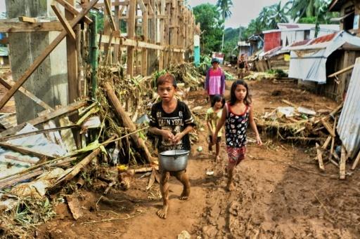 Dans le village de Barangay San Mateo Borongan, dans l'île philippine de Samar, le 17 décembre après le passage de la tempête tropicale Kai-Tak  © ALREN BERONIO AFP
