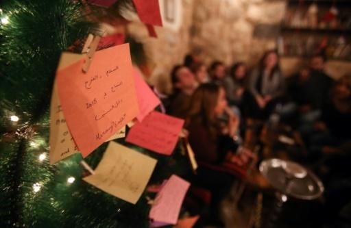 """Une des branches de """"l'arbre à voeux"""" dans un café de Damas en Syrie © Youssef KARWASHAN AFP"""