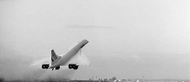 Le Concorde, l'avion de transport supersonique d'Air France, décolle le 22 novembre 1977 de Roissy.  ©PIERRE GUILLAUD