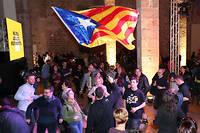 Des séparatistes savourent leur victoire, jeudi 21 décembre 2017. Les élections régionales ont été décidées à la suite de la mise sous tutelle de Barcelone par Mariano Rajoy.