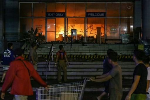 Incendie meurtrier dans un centre commercial à Davao, aux Philippines, le 23 décembre 2017 © MANMAN DEJETO AFP