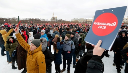 Des partisans de l'opposant russe Alexeï Navalny manifestent à Moscou sur la place Rouge, le 24 décembre 2017 © Olga MALTSEVA AFP