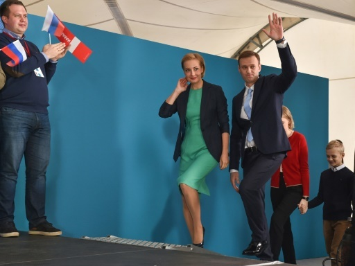 L'opposant russe Alexeï Navalny et son épouse Ioulia à Moscou, le 24 décembre 2017 © Vasily MAXIMOV  AFP